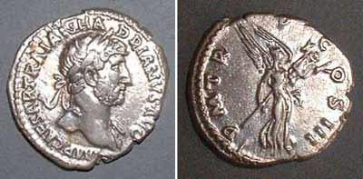Denarius (Hadrianus), Rv: Victoria with trophy