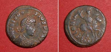 quarterfollis (Theodos. I.),  Rv: Emperor on horse