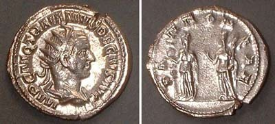 Antoninian (Trajan Dec.),  Rv: two protection-goddesses from Pannonia