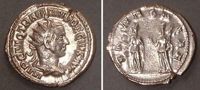 Antoninian (Trajan Dec.),  Rv: two protection-goddesses from Pannonia